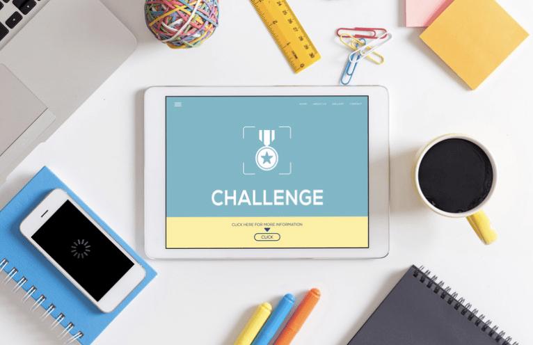 Les stories Instagram vous permettent de lancer des challenges à vos abonnés. C'est l'occasion d'interagir avec votre communauté tout en partageant un jeu ayant du sens à vos yeux et ceux des challenger. Ce challenge est bien souvent en lien avec votre domaine d'expertise ou vos valeurs.